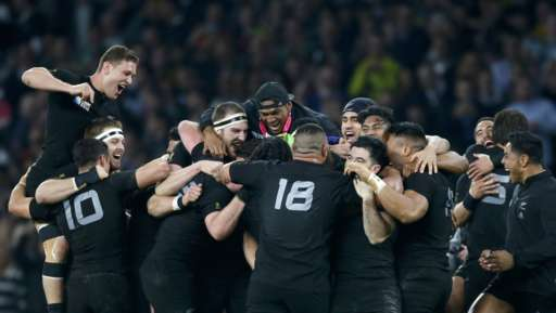 New Zealand players celebrate after beating Australia to win the Rugby World Cup final match at Twickenham in London, Britain, October 31, 2015.           REUTERS/Paul Childs  TPX IMAGES OF THE DAY