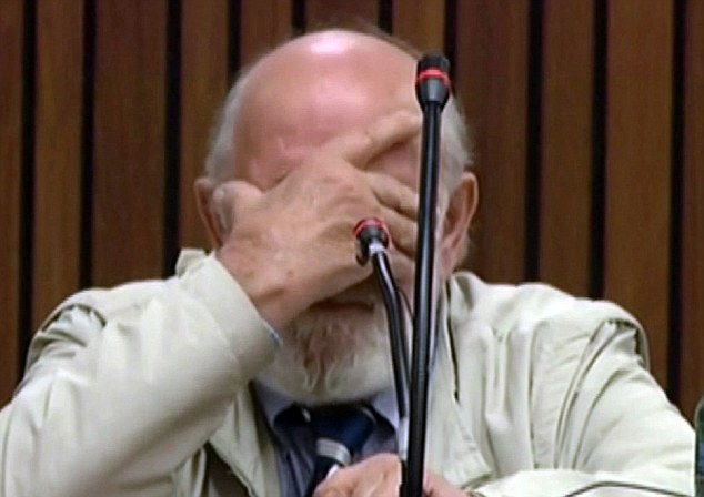 ©Daily Mail|Barry Steenkamp emotional in court