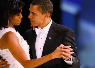 ©Awesomely Luvvie|Barack-Michelle-Obama-Love-Story