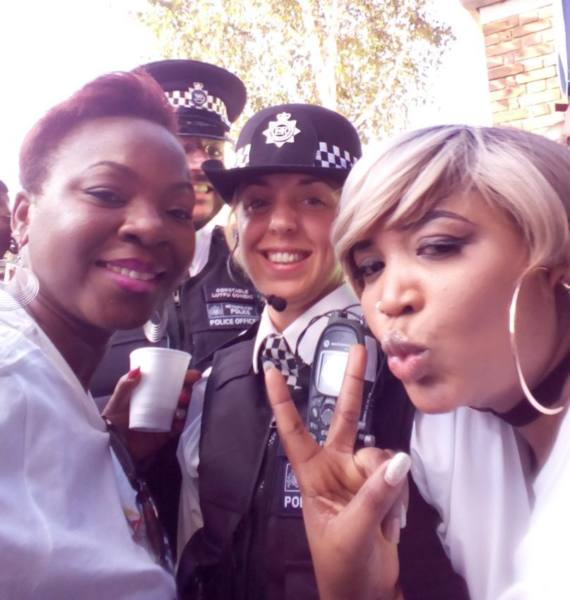 Notting Hill Carnival 2016 - Chilling with police