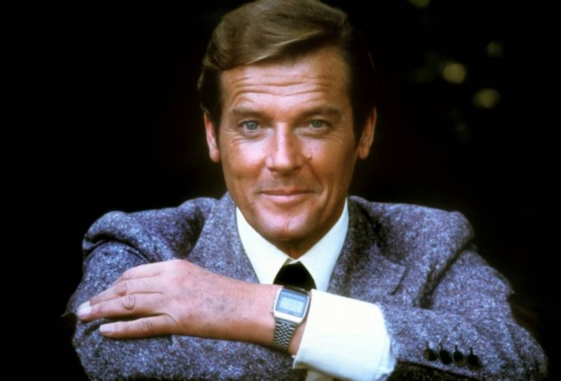 Roger Moore (1)